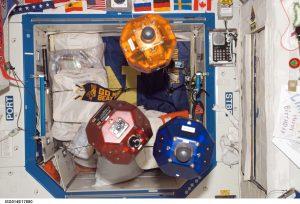 رباتیک چیست؟ ناسا فضانوردان